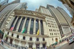 НЬЮ-ЙОРК - США - 11-ое июня 2015 Уолл-Стрит толпить людей Стоковое Фото