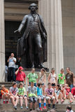 НЬЮ-ЙОРК - США - 11-ое июня 2015 Уолл-Стрит толпить людей Стоковое Изображение RF