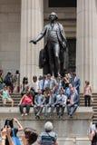 НЬЮ-ЙОРК - США - 11-ое июня 2015 Уолл-Стрит толпить людей Стоковое фото RF