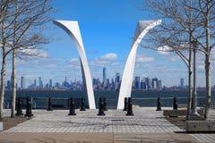 Нью-Йорк, Нью-Йорк США - 16-ое марта 2019: Открытки острова Staten 9/11 мемориальные стоковое изображение rf