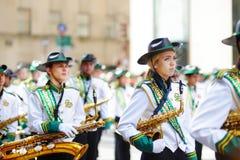 НЬЮ-ЙОРК, США - 17-ОЕ МАРТА 2015: Парад дня ежегодного St. Patrick вдоль Пятого авеню в Нью-Йорке Стоковые Фотографии RF