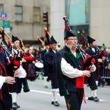 НЬЮ-ЙОРК, США - 17-ОЕ МАРТА 2015: Парад дня ежегодного St. Patrick вдоль Пятого авеню в Нью-Йорке стоковое изображение