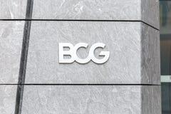 НЬЮ-ЙОРК, США - 17-ОЕ МАЯ 2019: Логотип компании BCG в дворах Гудзона в офисе Нью-Йорка Группа Бостон советуя с стоковое изображение rf