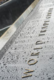 НЬЮ-ЙОРК, США - 22-ОЕ НОЯБРЯ: Деталь 9/11 мемориальных мемориалов внутри Стоковое Изображение RF