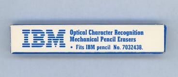 НЬЮ-ЙОРК, США - ОКОЛО НОЯБРЬ 2018: Коробка ластиков карандаша оптического распознавания знаков IBM механических, приспосабливает  стоковая фотография