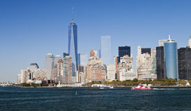 Нью-Йорк, США - панорама и один всемирный торговый центр Стоковая Фотография