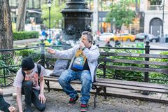 НЬЮ-ЙОРК, США - 3-ЬЕ ИЮНЯ 2018: Сцена улицы Манхаттана Парк соединения квадратный стоковая фотография