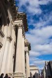 Нью-Йорк, США - 3-ье января 2019: Музей Метрополитен искусства в Нью-Йорке, музей в Соединенных Штатах вход стоковое фото rf
