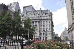 Нью-Йорк, 3-ье июля: Здание муниципалитет NY в более низком Манхаттане от Нью-Йорка в Соединенных Штатах стоковые изображения rf