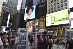 Нью-Йорк, 3-ье июля: Таймс площадь к ноча в центре города Манхаттане от Нью-Йорка в Соединенных Штатах Стоковое фото RF