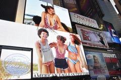 Нью-Йорк, 3-ье июля: Таймс площадь к ноча в центре города Манхаттане от Нью-Йорка в Соединенных Штатах Стоковая Фотография RF