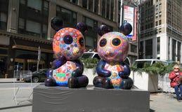 Нью-Йорк, Manhatten: ` Масленицы вычуры ` художественной выставки животное - скульптура панды Стоковые Фотографии RF