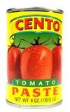 Нью-Йорк, NY, крупный план США 2-ое декабря 2014 чонсервной банкы томатной пасты Cento на белой предпосылке Стоковое фото RF