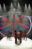 НЬЮ-ЙОРК, NY - 13-ОЕ НОЯБРЯ: Великобританские воинские барабанщики раскрывая великобританский этап нашествия модного парада 2013 В Стоковые Фотографии RF