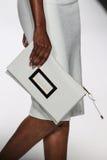 НЬЮ-ЙОРК, NY - 9-ОЕ СЕНТЯБРЯ: Модель идет взлётно-посадочная дорожка на модный парад Badgley Mischka Стоковое фото RF