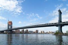 Нью-Йорк, NY, США - 6-ое мая 2017 Мост Manhatann Стоковые Изображения