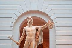 Нью-Йорк: Perseus с головой Медузы в музее Guggenheim строя 17-ого сентября 2014 Стоковая Фотография