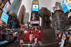 НЬЮ-ЙОРК, USA-JULY 13,2013: Фрэнсис p Статуя Duffy в Таймс площадь Стоковое Изображение RF