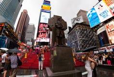 НЬЮ-ЙОРК, USA-JULY 13,2013: Фрэнсис p Статуя Duffy в Таймс площадь Стоковые Изображения