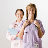 нюна co scrubs стетоскопы нося работников стоковая фотография rf