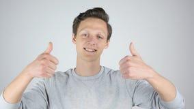 Оба большого пальца руки рук вверх молодым человеком, успех, Стоковая Фотография