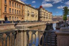 Обваловка канала Griboyedov в Санкт-Петербурге Стоковые Изображения