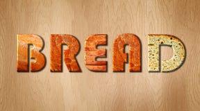 Обваляйте слово в сухарях предусматриванное в текстуре коркы хлеба на деревянной разделочной доске Стоковая Фотография