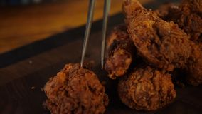 Обвалянный в сухарях цыпленок груди испеченный в печи стоковые изображения rf