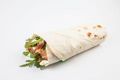 обвалите обруч в сухарях томата шпината сандвича здорового лука hame вкусной еды плоский зажженный красный Стоковое Фото