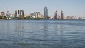 Обваловка Баку, Азербайджана Каспийское море и небоскребы видеоматериал