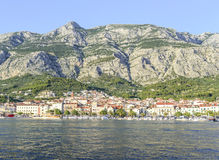 Обваловка в курортном городе Makarska Стоковые Изображения