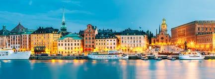 Обваловка в старой части Стокгольма на вечере лета, Швеции Стоковое Изображение RF