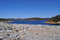 Обваловка и резервуар запруды воды Стоковые Изображения RF