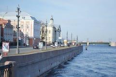 Обваловка университета в Санкт-Петербурге Стоковое Фото