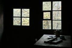 обедать деревенское окно таблицы Стоковые Изображения RF