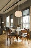 обедать комната просторной квартиры Стоковые Изображения