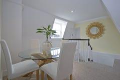 обедать стеклянный роскошный круглый стол комнаты Стоковое Фото