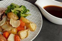 Обедающий жаркого свинины с овощами и подливкой Стоковое Изображение RF