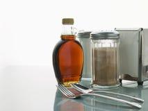 обедающий cutlery sauces таблица стоковые фотографии rf