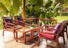 Обедая таблица и стул в саде Стоковые Фотографии RF