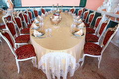 обед подсвечника медный dishes таблица Стоковая Фотография RF