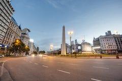 Обелиск (El Obelisco) в Буэносе-Айрес. Стоковое фото RF
