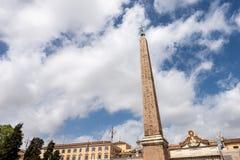 Обелиск Flaminio - Аркада del Popolo Рим Италия стоковые изображения