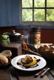 обернутая белизна стейка готового rosemary oregano mignon выкружки говядины бекона самая лучшая варя свежая изолированная мудрая Стоковая Фотография