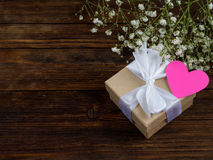 Обернутая винтажная подарочная коробка скопируйте космос Стоковые Фото