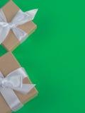 Обернутая винтажная подарочная коробка скопируйте космос Стоковое Изображение RF