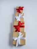 Обернутая винтажная подарочная коробка скопируйте космос Стоковое Изображение