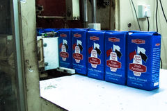 Обернутое Bois Cheri на конвейерной ленте Стоковое Изображение RF
