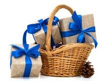 Обернутые подарочные коробки в коробке других цветов Стоковая Фотография