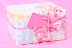 обернутый пинк пакета подарка Стоковое Фото